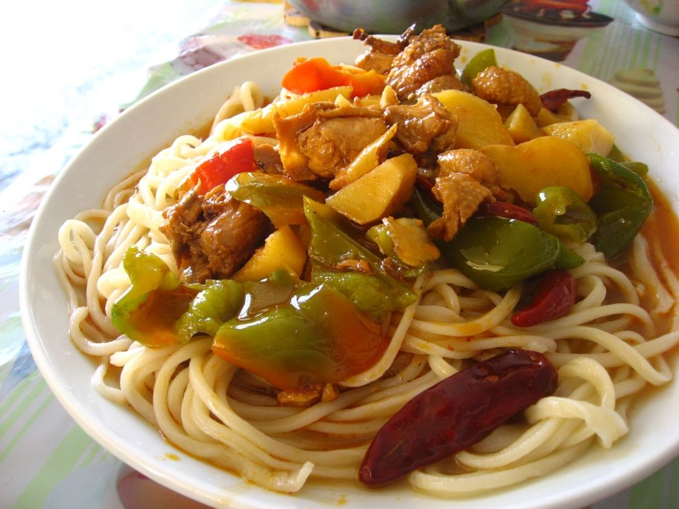 Uyghur laghman noodles silk road chef dapanjistewed chicken laghman served in a cafe near hotan forumfinder Choice Image