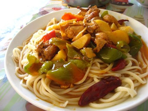 """Dapanji""(stewed chicken) laghman served in a cafe near Hotan."